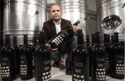 Ramón Blanco y sus botellas magnum Sin Palabras